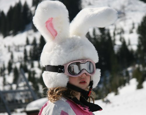 Couvre Casque de Ski Lapin des Neiges: Les Plus Grandes Oreilles que vous allez voir sur les pistes!